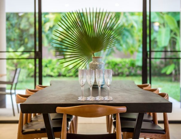 Villa A Maremaan - dining table side