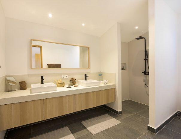 Villa B Maremaan - Bedroom 1 Master Bathroom 0