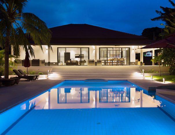 W Villa A Maremaan - Pool view night